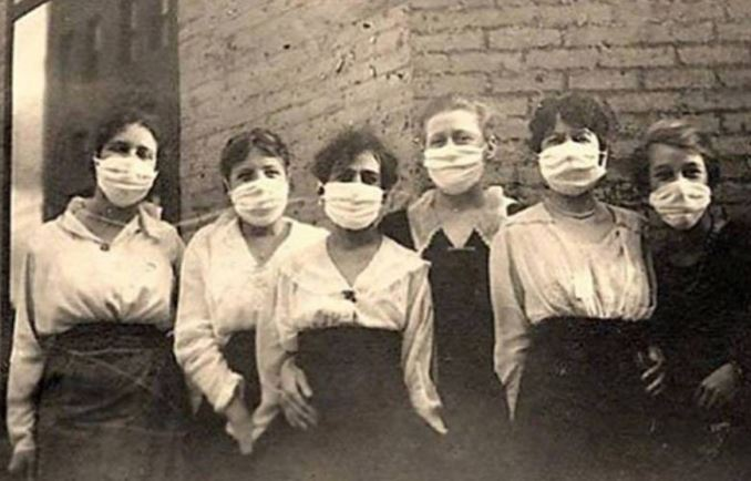 Masks during the 'Spanish Flu' of 1918. Researchers including John Barry, E. Jordan and MacFarlane Burnet believe that #pandemic came from Kansas, #USA and was spread by US soldiers travelling to #France. The real origins of #Covid_19 are still unclear. https://www.ncbi.nlm.nih.gov/pmc/articles/PMC340389/ …pic.twitter.com/HhaZ05MW2j