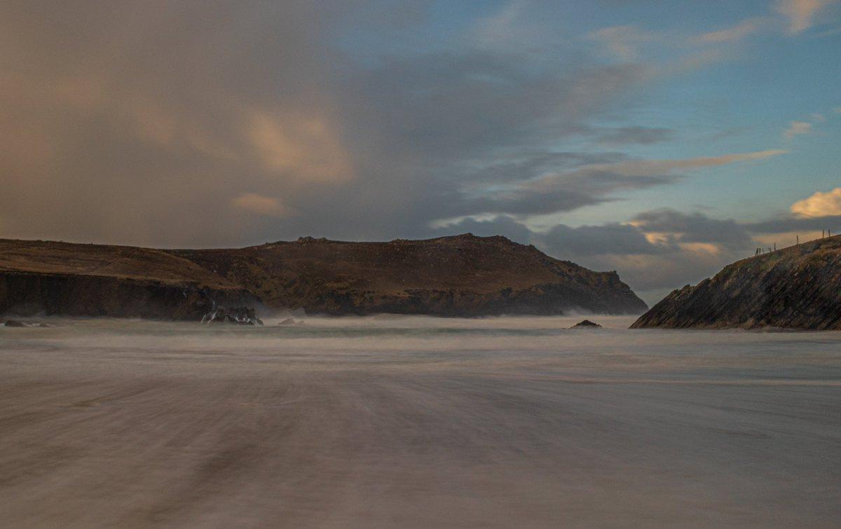 Sunrise on the Dingle Peninsula   #CovidPositivityPhotos #photooftheday pic.twitter.com/uZnq1VxzIx