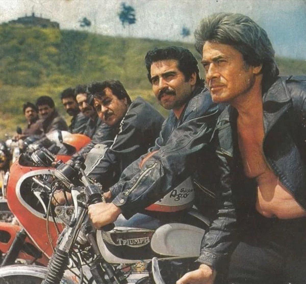 """ESKİDEN İSTANBUL 🌙 sur Twitter : """"""""Ölüm Savaşçısı"""" filminden bir sahne. Cüneyt  Arkın ve motorcu arkadaşları... 1984 yılı… """""""