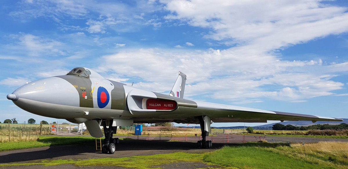 Our Vulcan in the sunshine last year, crew hatch open and ready for tours. We're looking forward to getting open again when conditions allow. #aviation #avgeek #coldwar #classicaircraft #aviationphotography #warbird #warbirdphotography #museum #history #vintage #aviationdailypic.twitter.com/774doUmuTF