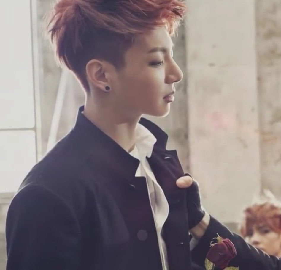 can undercut Jungkook make a comeback please. he looks O.o pic.twitter.com/ZfYGnD4XpW