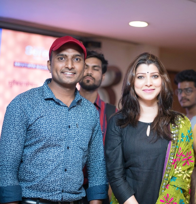 With actress @tejaswini_pandit . . . #throwback #tejswinipandit #amolghodke #puneinstagrammers  #katyperry #inspired #snypechat #cute #one #miley #selenagomez #justinbiber #picoftheday #celebrities #hollywood #celebrity #celebritieswelove #haileybaldwin  #BollywoodActOnCoronapic.twitter.com/Tb9Ou4cY1t