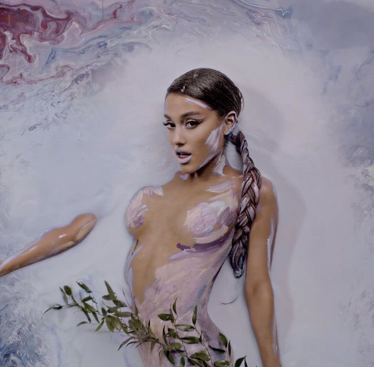 Pretty Pop/R&B artist ⁦@ArianaGrande⁩ exudes sensuality  in #bodypaint for the music video for her single God is a Woman. #sexy #beautifulwoman pic.twitter.com/gUxqNh3aa2