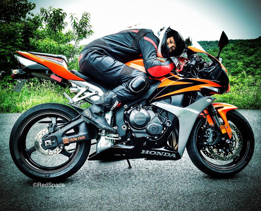 I like life on the road. It's a lot easier than civilian life. You kind of feel like you're in a motorcycle gang. Read more  #motorcycle #motorcycles #motorcyclelife #motorcyclelover #motorcyclephotography #motorcyclesofinstagram #motorcyclemafia #bikerider #bikelover #ladybiker pic.twitter.com/2daQ95bZ63