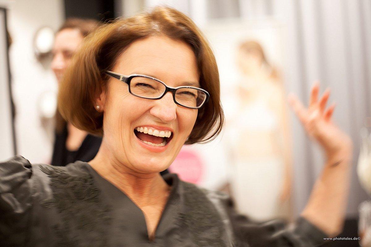 """""""Das Leben ist ein Geschenk."""" unter diesem Motto haben wir Silke Linsenmaier in Hamburg interviewt. Sie ist Mutter, Unternehmerin und Vorsitzende des im Mai 2018 gegründeten gemeinnützigen Vereins LebensHeldin! e.V.  https://bit.ly/2JrIrGd  #Heldin #leben #interview #strongpic.twitter.com/MFNzwaQrBL"""