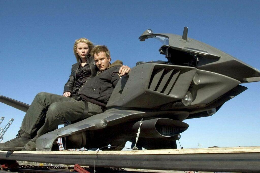Scarlett Johansson y Ewan McGregor en The Island (Michael Bay, 2005)  https:// bit.ly/2UvzIsR    <br>http://pic.twitter.com/GFkWu3r3j5