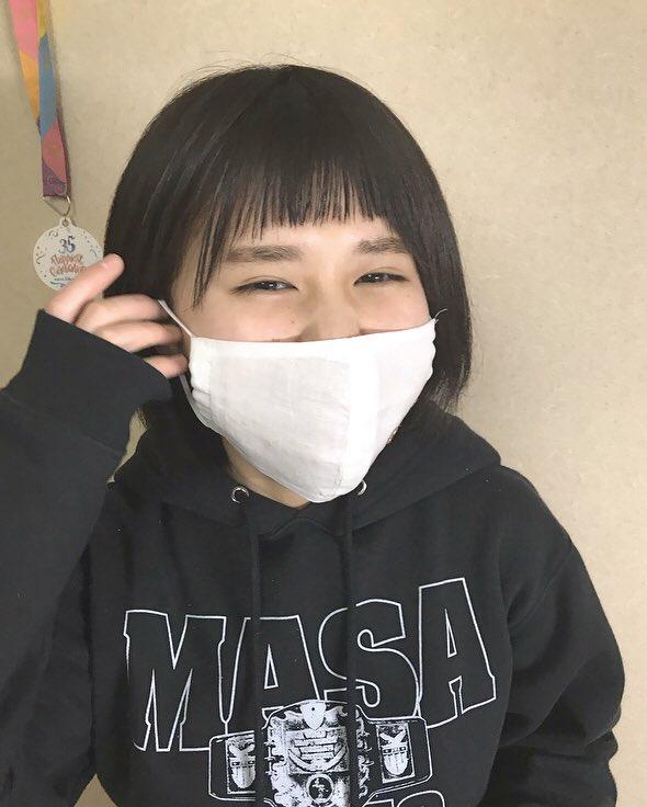 じゃーん!!!マスク不足で困っていたらばあばあの家から手作りマスクが届きましたー!最近、様々な材料でマスクが作れる様になっているので、お仕事等でどうしても外出しなければいけない方は、少しでも身の安全を守れる様に工夫していきましょう!!!