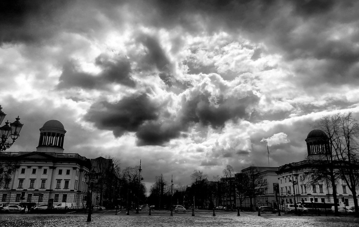 So what will tell us the clouds for today...  #berlin #photography #blackandwhite #monochromepic.twitter.com/IY0VFiIcJt