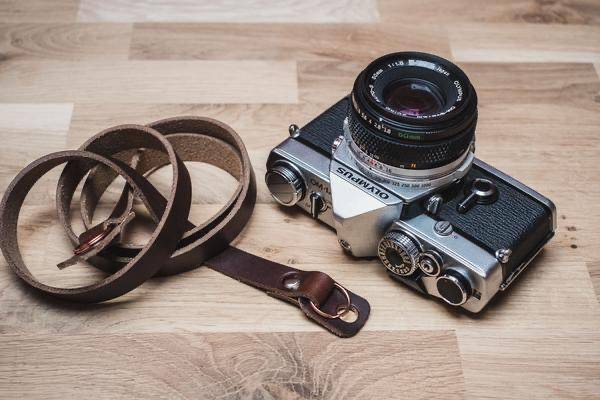 Our Vantage leather camera strap offer reliable support for your camera without compromise and are the perfect leather camera strap for both film cameras and digital cameras. http://ow.ly/pjqD50vggfp #fujifilm #fujifilm_xseries #camerastrappic.twitter.com/AwmzdDWRcM