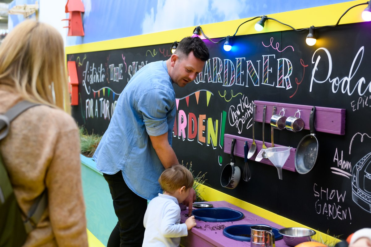 What better way to reconnect with nature and keep the kids active than getting stuck into gardening with your little ones! @SkinnyJeanGard has some great ideas to get kids gardening over on his channel, check it out! #IdealStayAtHomeShow https://t.co/1h3VX5316t