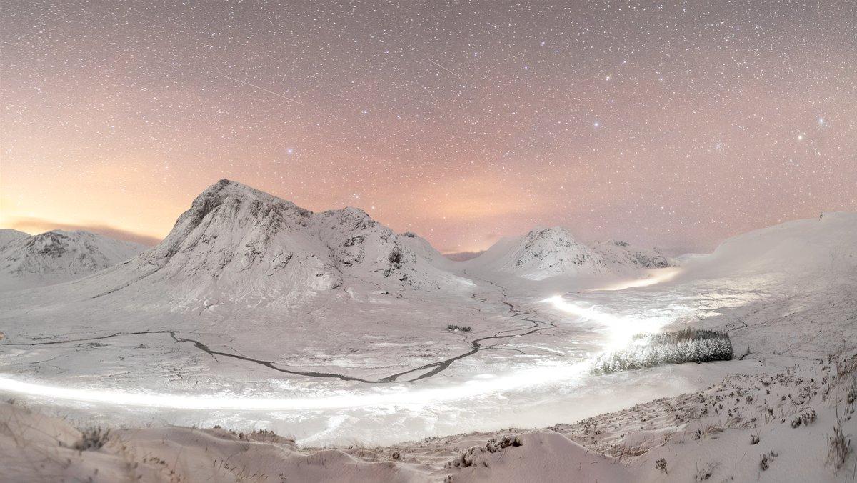 #LightTrails along the #A82 past #BuachailleEtiveMor Through the  #Glencoe pass from Beinn A'Churlaiste a few weeks ago. #NightSky #Astro #LandscapePhotography #Photography #Snow #Mountains #Scotland #ScottishHighlands #GlenEtivepic.twitter.com/IWjs9RdBr9