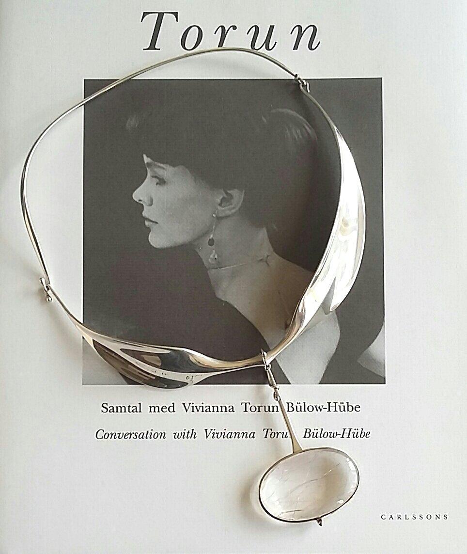 A rare silver and rutilated quartz pendant and neck ring by #Torun for #GeorgJensen of #Denmark with London import mark for 1975 to pendant and neck ring @johnkelly1880 #Bristol #Scandinaviandesign #Scandinavianjewellery #midcentury #modernistjewellerypic.twitter.com/fbqiKg9yeR