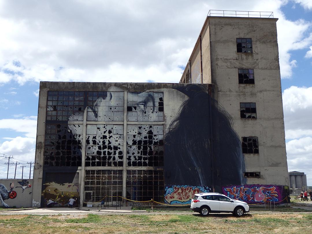 #streetart #mural #urbanart By Rone at Powerhouse in Geelong, Australia. pic.twitter.com/thTEcjynco