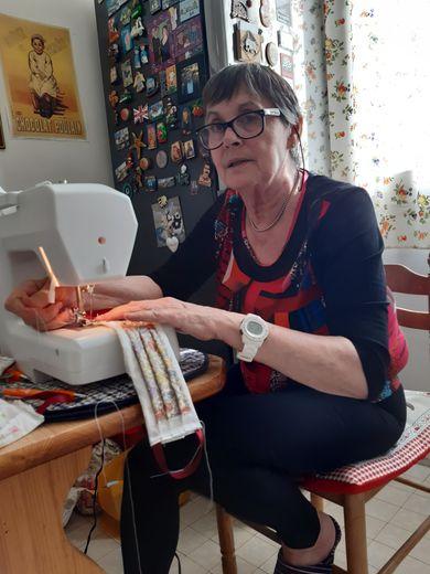 Béziers : la production de masques de l'atelier couture du CCAS a essaimé https://www.midilibre.fr/2020/03/27/la-production-de-masques-de-latelier-couture-du-ccas-a-essaime,8822122.php…pic.twitter.com/9FttxOwnKx