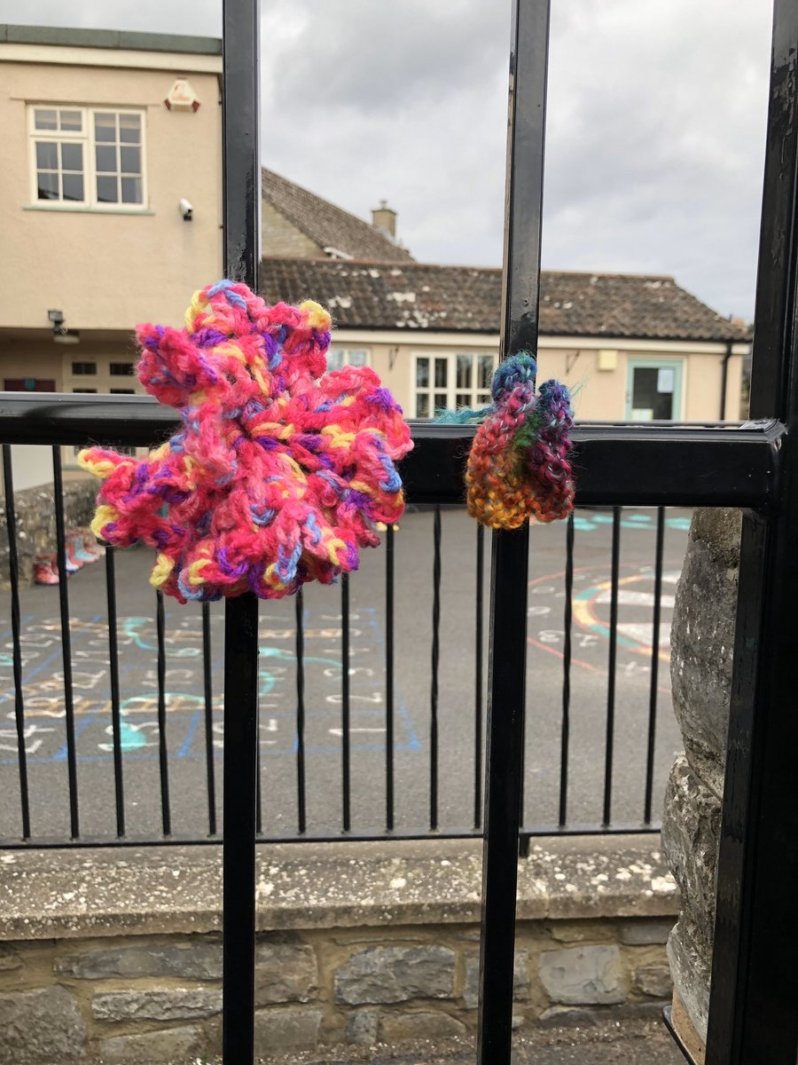 One of our lovely parents has been getting creative - the plan is to add a homemade flower each week. Thank you #feelingthelove pic.twitter.com/KBJHG4pvzf