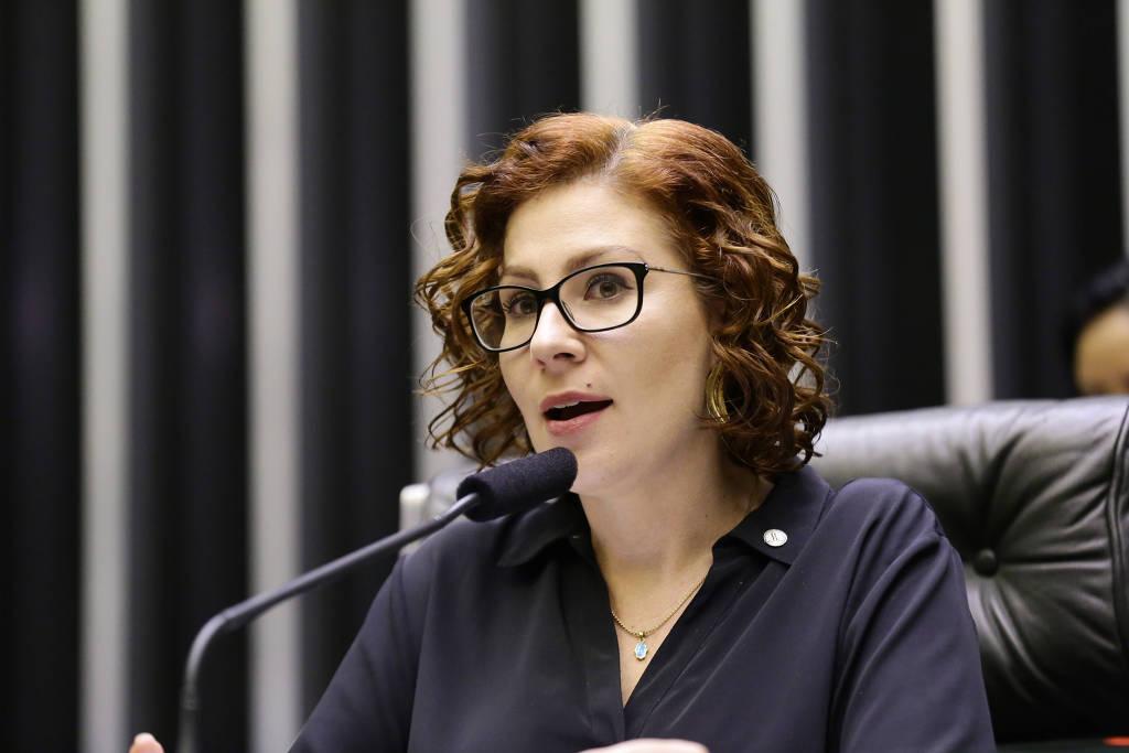 ENTREVISTA: Deputada bolsonarista Carla Zambelli diz que governo tem aprendido e ainda busca equilíbrio na pandemia @carolclinhares  @folha_poder   https://folha.com/iu6o8qwm