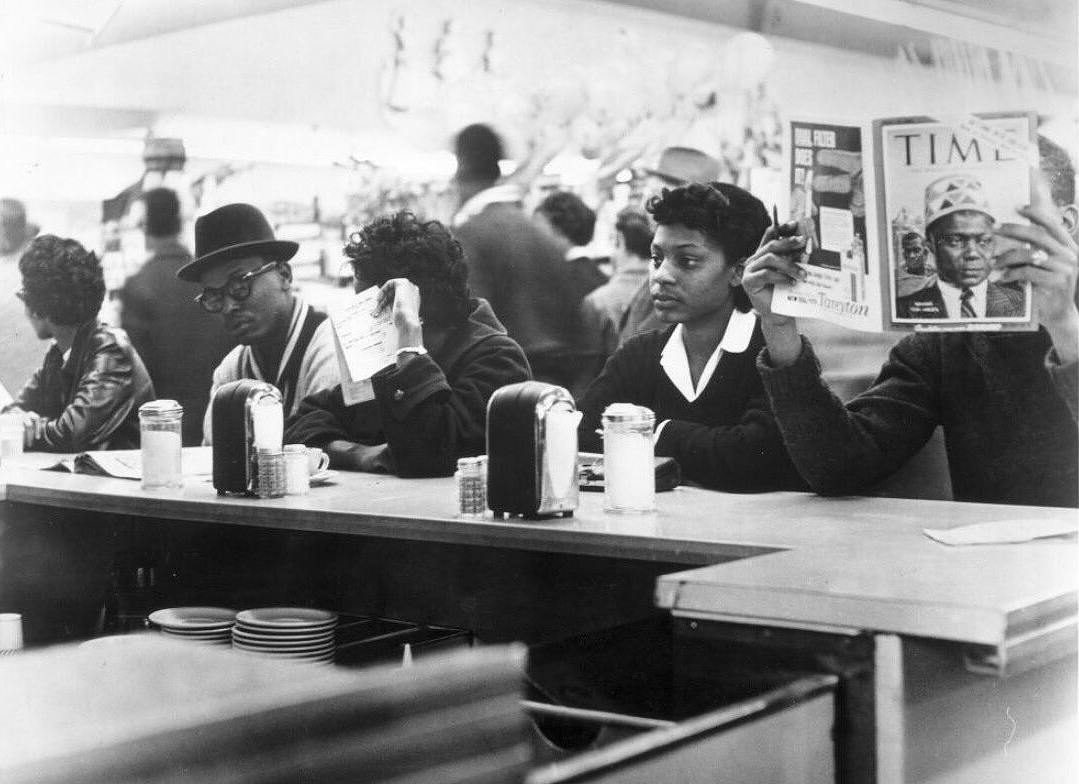 On March 4, 1960, Texas Southern University students held #Houston's first sit-in at the #Weingarten's lunch counter on Almeda Road. This act played a critical role in Houston's desegregation.pic.twitter.com/CWZOIAxVwk