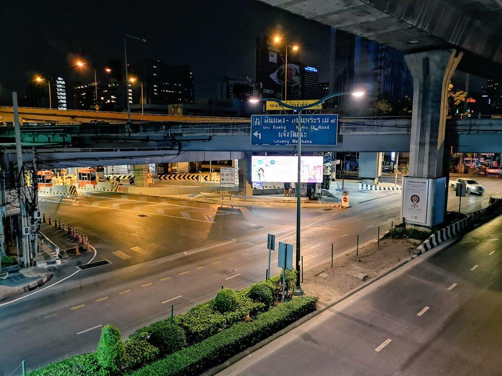 Bangkok, Tuesday 11 PM. Surreal. #bangkok #thailand #COVID19 #โควิด19pic.twitter.com/IiFlgx0WxO