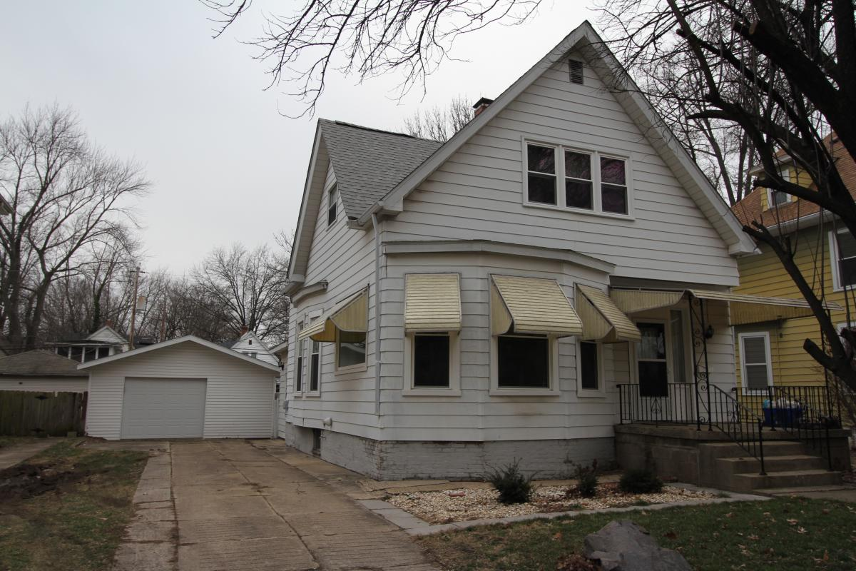 Experience a virtual tour of RE/MAX Professionals's listing on 817 South MacArthur #Springfield #IL  #realestate http://tour.corelistingmachine.com/home/SSAXPE  RE/MAX Professionals