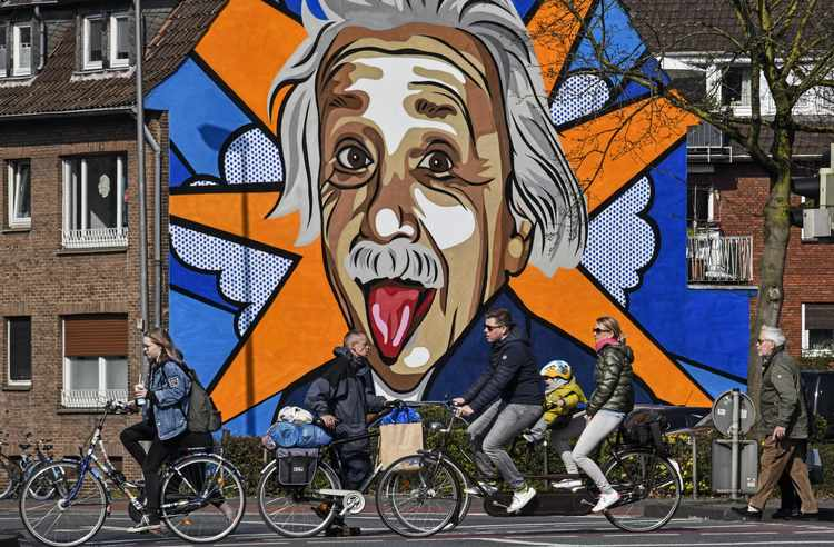 Einstein's letters illuminate a mind grappling with quantum mechanics. via @ScienceNews https://www.realclearscience.com/2020/03/31/einstein039s_letters_show_him_grappling_with_quantum_mechanics_290061.html…pic.twitter.com/snWSZn4OUU
