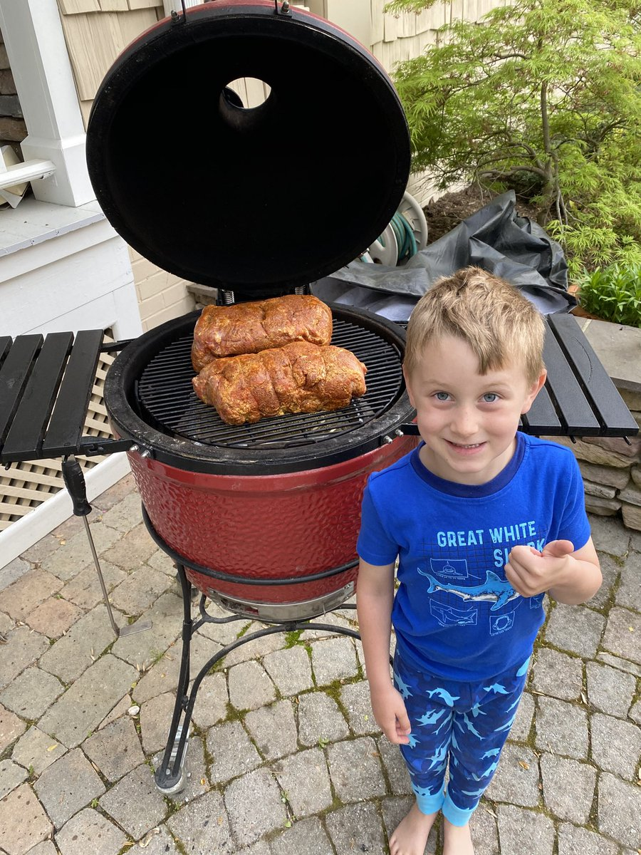 """Graham approved:). This was the start of some good """"Stay at home"""" BBQ. #Bbq pic.twitter.com/cA2wVm2Zip"""