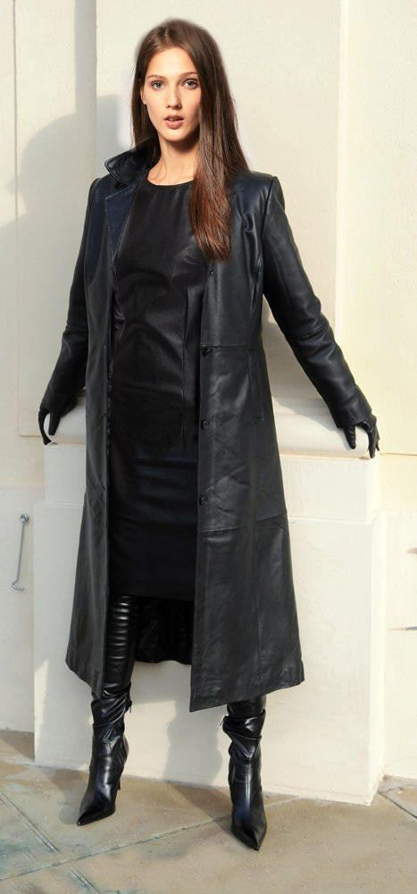 #leather. Long leather coat and leather gloves  pic.twitter.com/29KZXqSjoL