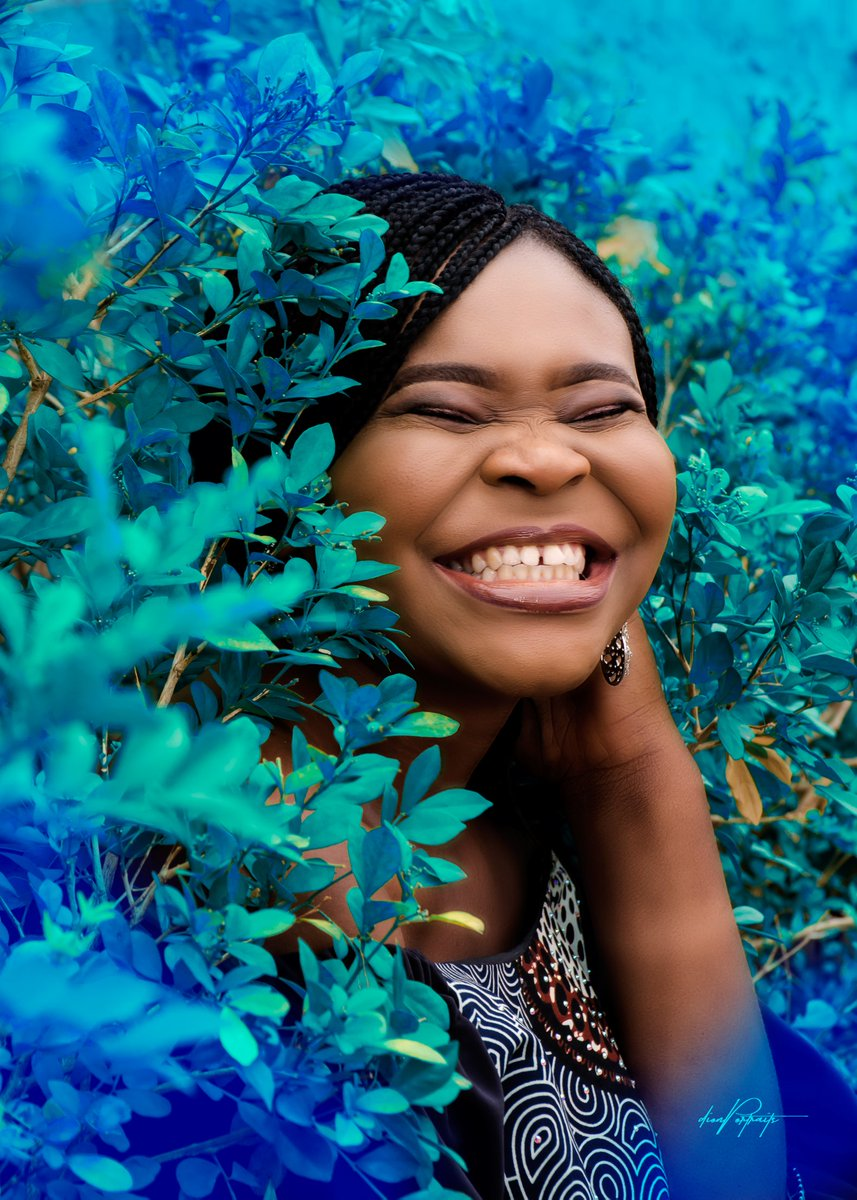 And I say run never dey serious that is y woman dey hold breast and she laughed out  Stay at home at this trying time can't kill our happiness #ThankYouTacha #Vector #Camon15Launch #TuesdayMotivation #TheLockdownpic.twitter.com/0fQAVBUv7q
