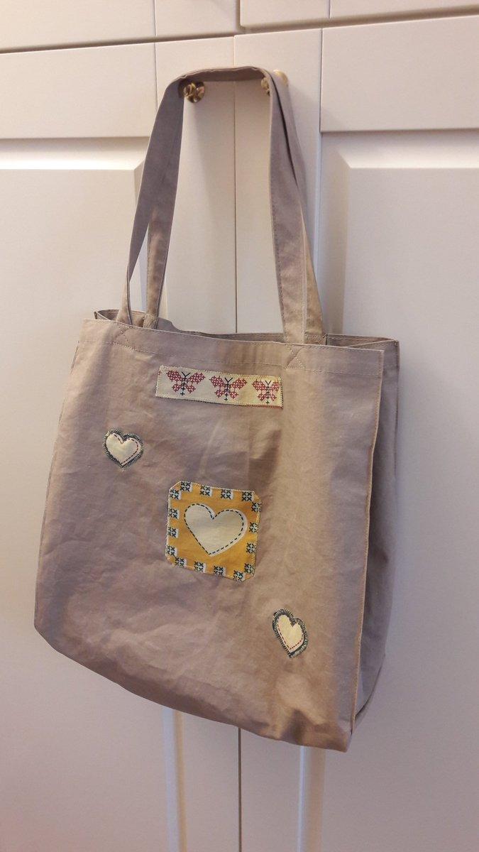 #loraccontoaltg1 Tra gli altri lavoretti di autoproduzione ho cucito le borse per la spesa. pic.twitter.com/YvLyFQrwEe