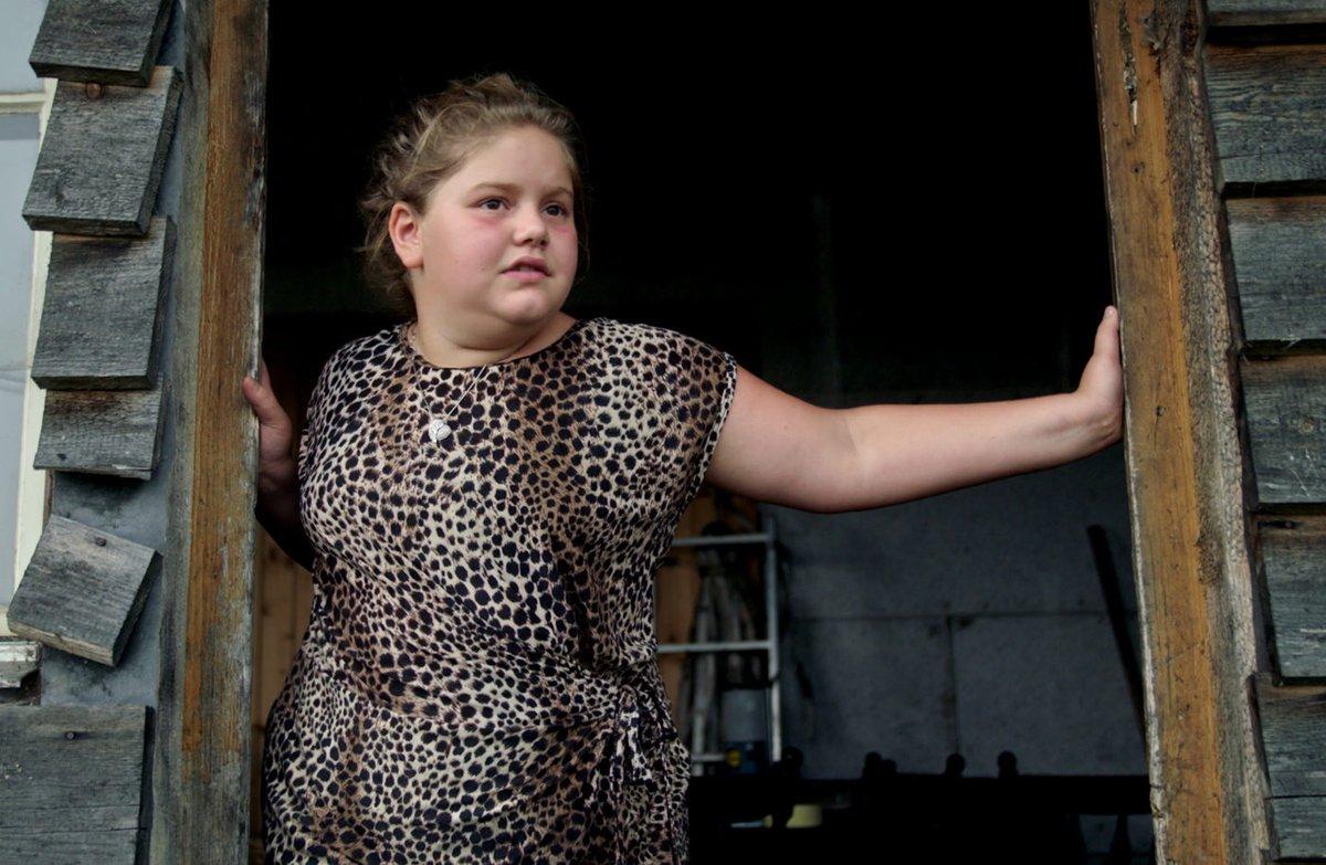 #KinoDihei: «#DasMädchenVomÄnziloch» ist der 2. Film von #AliceSchmid aus dem @Entlebuch. Die 12-jährige Laura macht den #Dokfilm zum #Schweizer #Juwel. Link zum Stream und Kritik gibt's hier: https://www.maximumcinema.ch/das-maedchen-vom-aenziloch-von-alice-schmid/…  #StayHomeWatchMovies #SpreadMoviesNotCorona #Filmtipp pic.twitter.com/1XRt571ak3