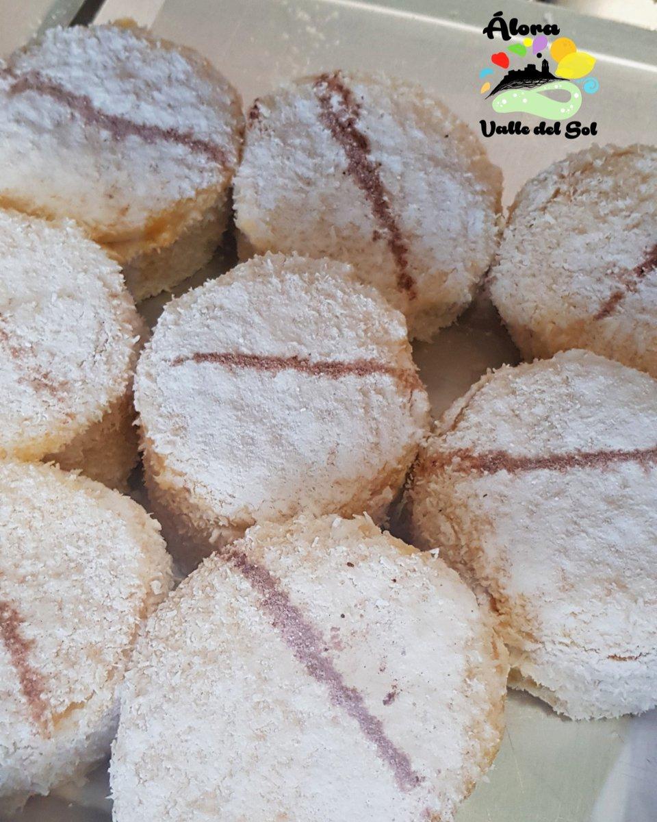 Di la verdad ¿a que te comerías uno de estos ahora mismo?..😋 Hechos en #Álora  #ÁloraValledelSol #comeme #dulces #pastel #dulce #pasteles #querico #umm #azucar #amor #love #alora #comida #Ayquetecomo #sabores #candy #cake #sweet #sabor #delicia #delicioso #delicias #pasteleria