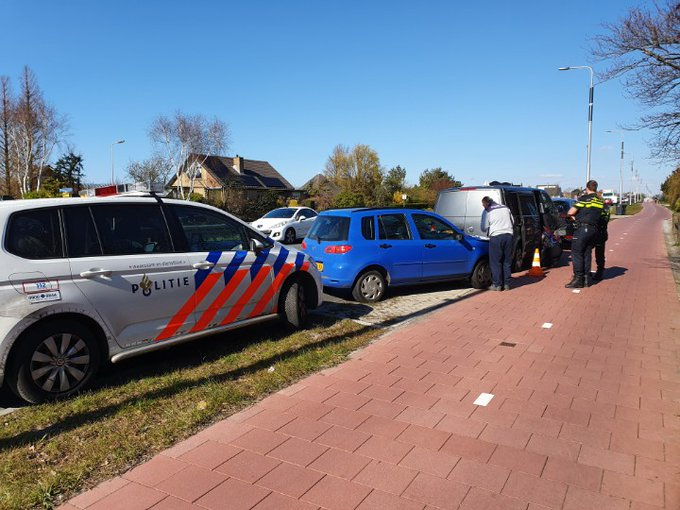 Westland ... 2 Aanrijdingen binnen onze grenzen Poeldijk en Naaldwijk. https://t.co/DpwpPv4drX