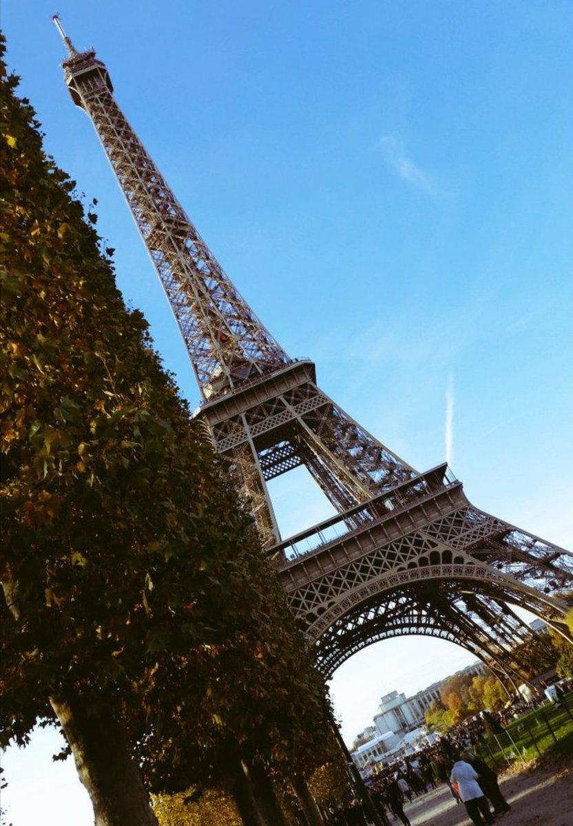 Bon Anniversaire...share your pics to celebrate!#EiffelTowerDay #Paris #parisjetaime #Travel pic.twitter.com/voj4TR4VDR