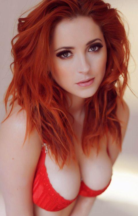 Another beauty.  #Redhead #BlueEyes #Ginger #RILF #Beautiful #RedAlert #Gingers #RedHair #BeautifulGirl #cleavage #Redheads #BeautifulWoman #SexyWomanpic.twitter.com/jgZ7ds7KNs