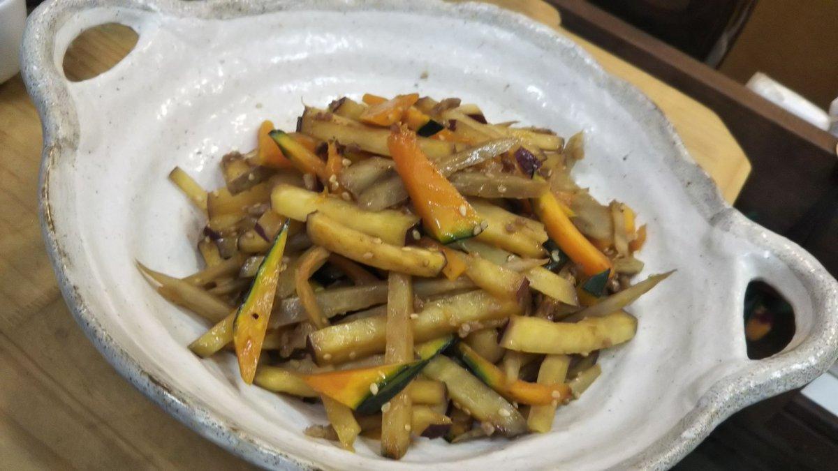 「根菜のきんぴら」「牛スジと大根の煮物」「長芋の男梅漬け(笑)」です #おうちごはん #板橋 #家庭料理pic.twitter.com/d2q8c00CSo