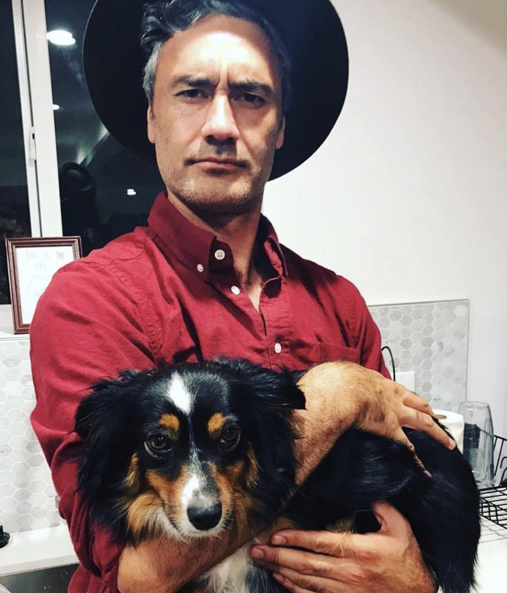 oh to be a dog in taika waititi's arms <br>http://pic.twitter.com/JcaYyQllUI
