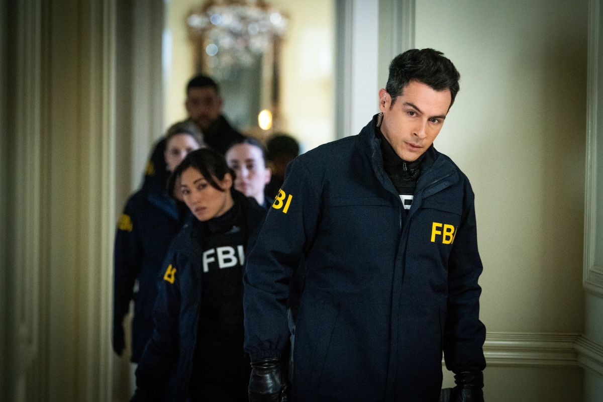Want to know how to watch tonight's #ChicagoPD and #FBI crossover episode? Here's all the details for how to watch live, on TV and online:  https:// buff.ly/2UTJAvM    <br>http://pic.twitter.com/1t37tk62xl