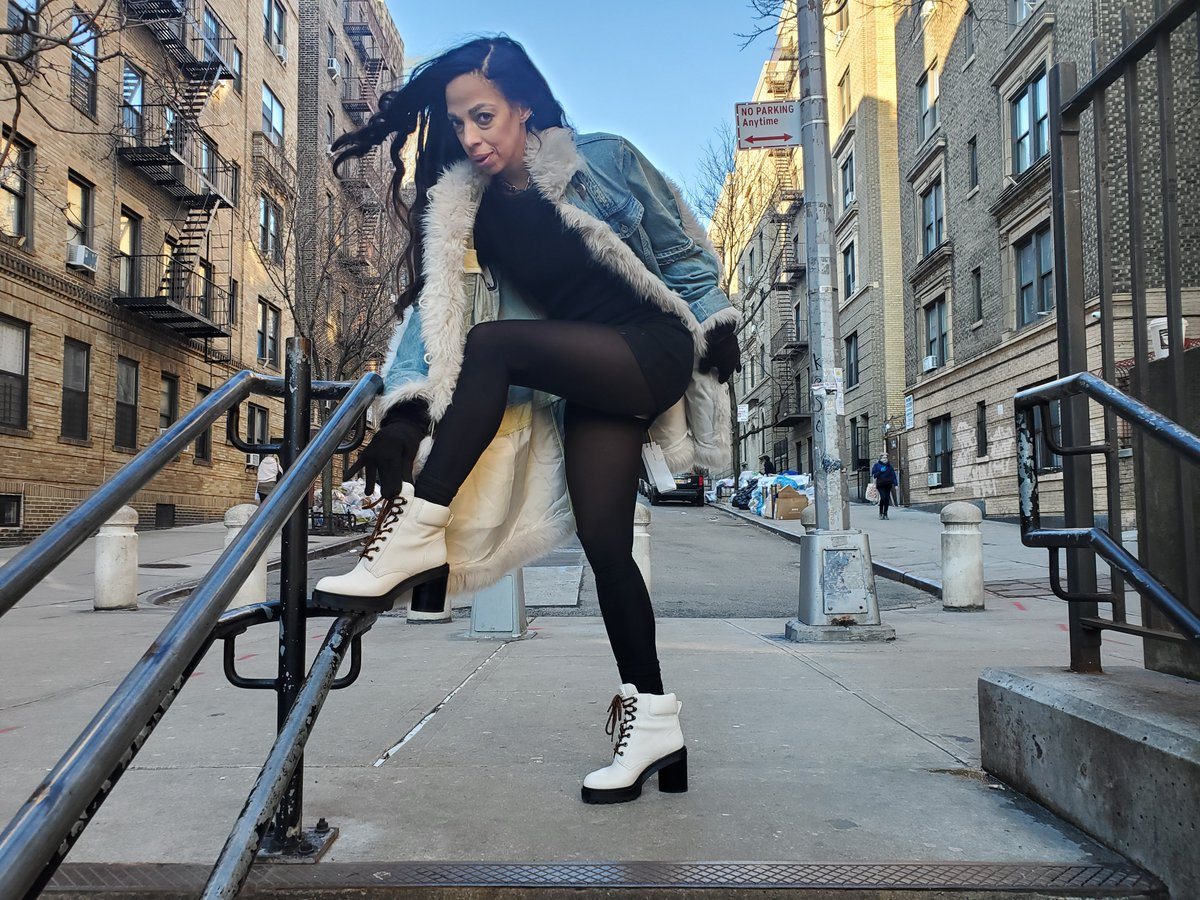 NYC #streetwear #fashiondiaries #fashionslayer  Fashion makes me Smile. (Shop your Stash) What's hiding in your Closet? Denim & Faux Fur Jacket #mytheresa  Ankle Boots #MarcJacobspic.twitter.com/ue5GYJmCmI