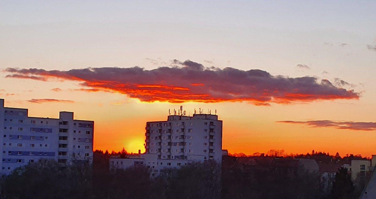 Last #sunset in March 2020 #Berlin #Steglitzpic.twitter.com/cUwNDwHv5y