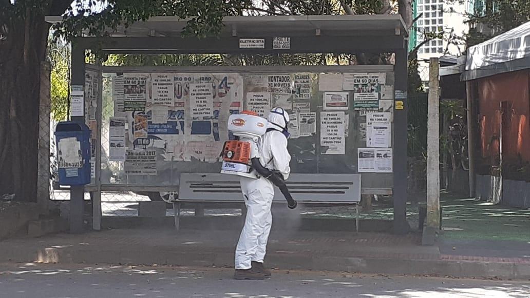 TRETA DO BEM - Empresa realizou limpeza voluntária em bairro da Serra, contra o COVID-19 https://www.serranoticiario.com.br/destaques/2020/03/31/empresa-realizou-limpeza-voluntaria-de-bairro-na-serra-contra-o-covid-19/…pic.twitter.com/Fz9pLQjoAw