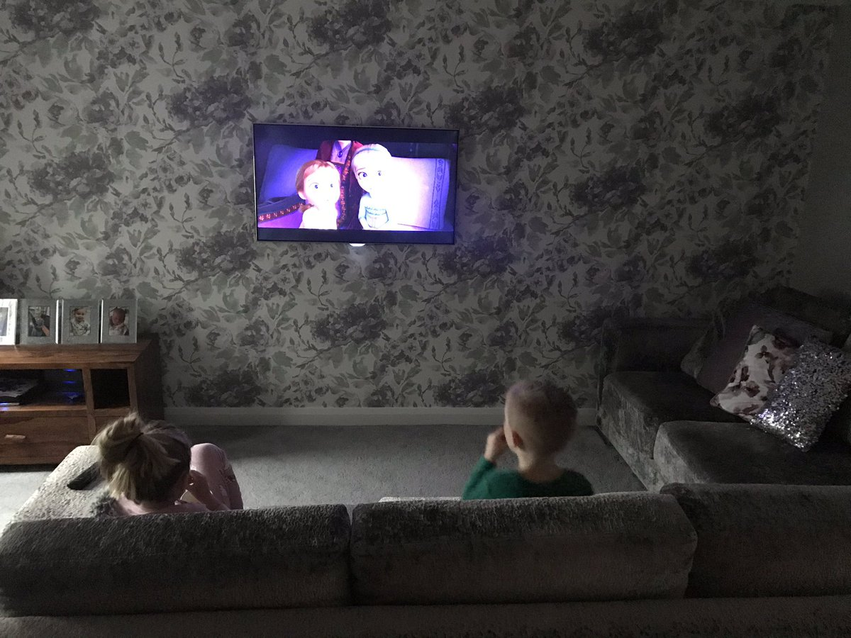 Can always count on Disney for a bit of peace and quiet  cuddle close, skooch in......they don't like my efforts at frozen singing though  #frozen2 #movienight #sweets pic.twitter.com/KZ1BR8KtEm