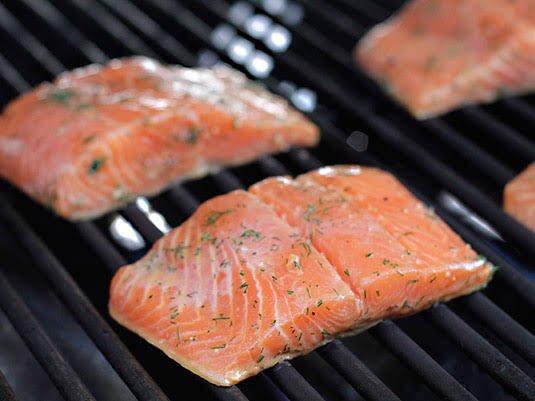 Receta de Salmón a la parrilla #food #grill #salmon #Cuaresma #recetasdecuarentena #Recetas #ConsumeLocal facebook.com/19692623704323…