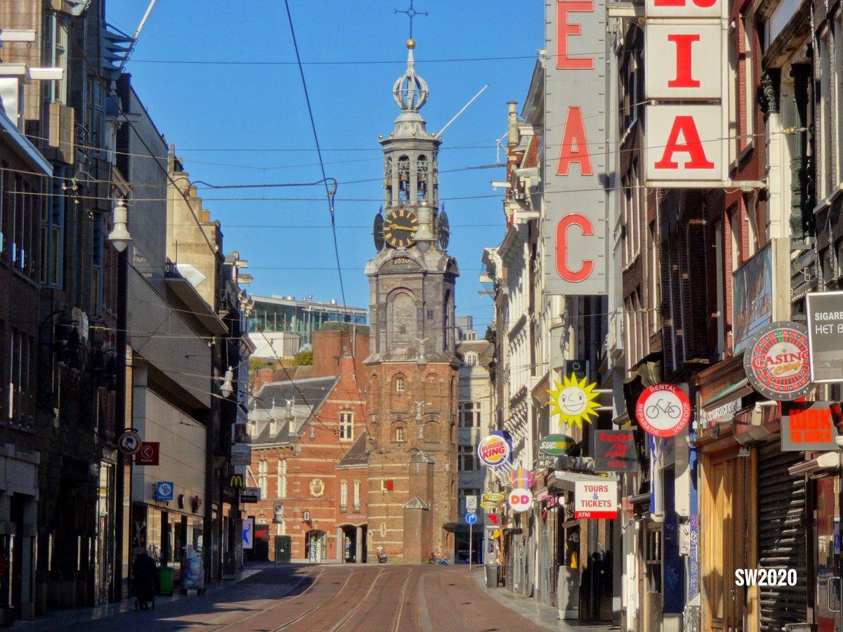 The Reguliersbreestraat in #Amsterdam with the Munttoren in the background pic.twitter.com/jvKixaeTIK