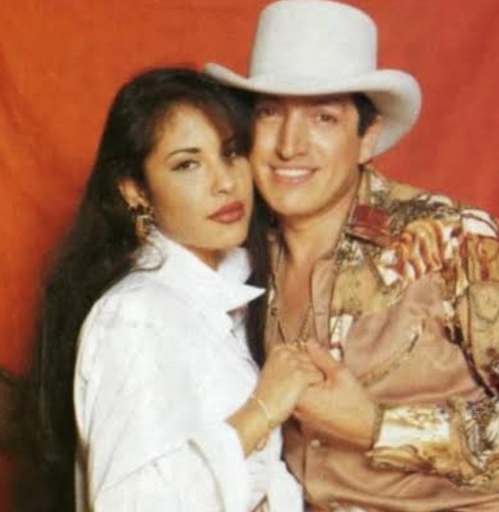 """Emilio Larrosa på Twitter: """"Recordando a SELENA la reina del tex-mex. SELENA ,participó en la tele novela Dos Mujeres un Camino. Actúo como novia de Ramiro , del grupo BRONCO. Fue la"""