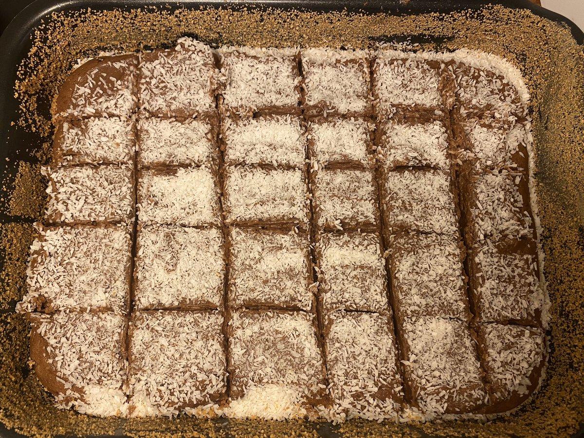 More yummy treats #sweets #QuarantineLife #bakingpic.twitter.com/dgF9xWB83g