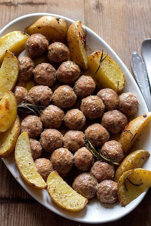 Meatballs and potatoes   #TuesdayThoughts #tuesdayvibes #TuesdayTip #TuesdayMotivation #picoftheday pic.twitter.com/WLkIZWtzXN