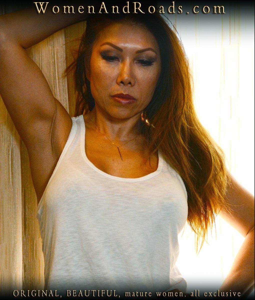 "More Karen. From the ""casual"" shoot, which you can find here: https://womenandroads.com/downloads/w69/ - - - #Sexytanktop #Sexymaturewomen #Maturemodel #Sexyasian #Beautifulwoman pic.twitter.com/lcXxU33bVu"
