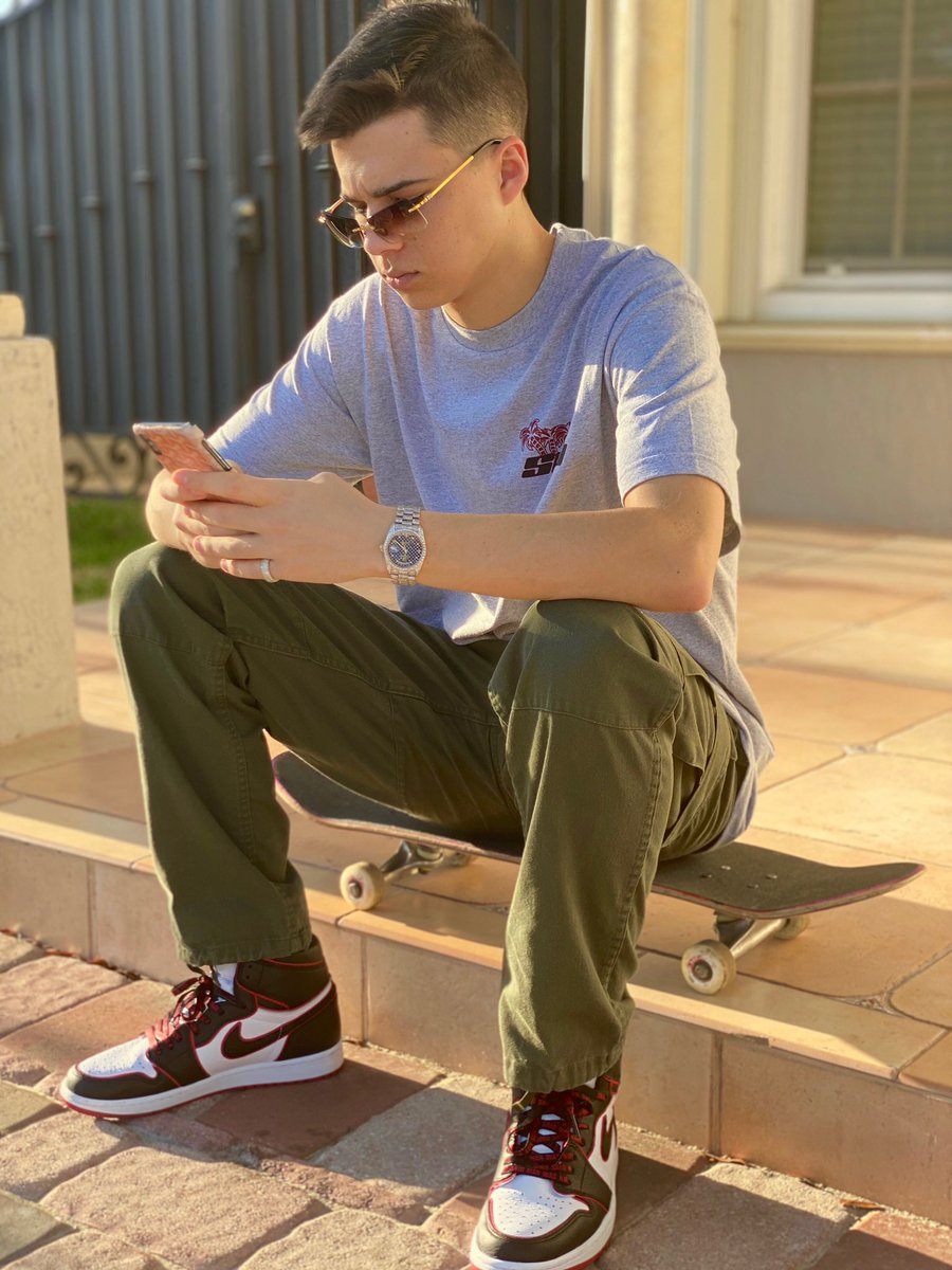 http://Sgogaming.com/shop New 3M Merch drop!! don't forget to use a members code for 20% at checkout!  and RT to win a shirt!!! #sgoontherise #merch #lifestyle pic.twitter.com/pW9CVEK3GR