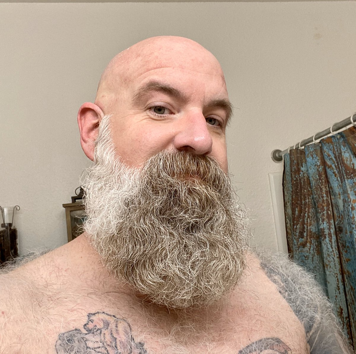 I had an appointment at Fuzzy Nates then the virus happened. I don't know how much longer I can wait to get some of this off of my face.  I won't go no beard but I might end up with the shortest beard you've seen me with in quite a while.  Maybe. #beard #bear #fur #quarantinelifepic.twitter.com/wNNvGmInbv