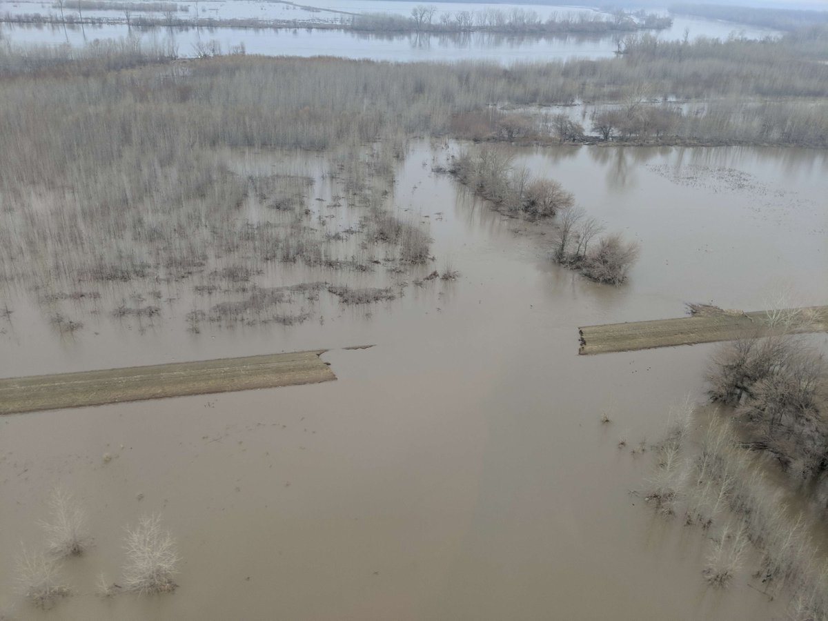 .@KC_USACE continues to prioritize levee rehabilitation to repair damages incurred during 2019 historic flooding throughout the region. They are committed to providing on-site quality assurance to construction contracts, while practicing social distancing. #leveesafety #COVID19pic.twitter.com/E9pcOU944E