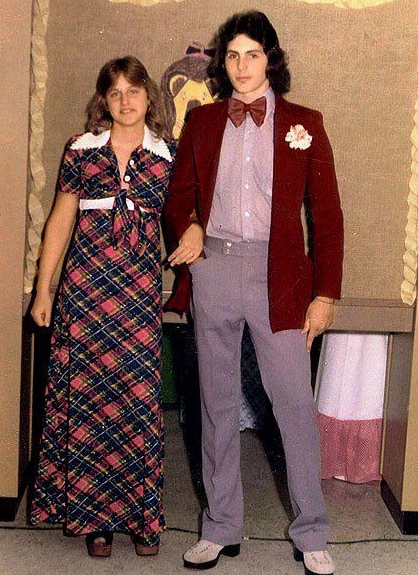 If your prom was supposed to be this weekend, I wanna see your gorgeous prom outfits. This was mine, so the bar is low. Reply to this tweet with yours. I promise you'll wear them to prom soon. #NationalPromDay